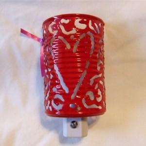Upcycling: konservburk till vägglampa (återbruk). Bloggen Re-creating.se