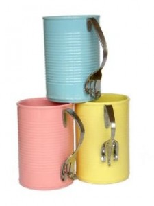 Upcycling: konservburkar blir kaffemuggar (återbruk). Bloggen Re-creating.se