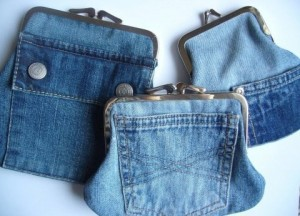 Upcycling; Portmonnä av gamla jeans. Bloggen Re-creating.se (återbruk)