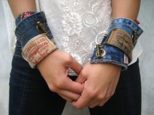 Upcycling: Armband av gamla jeans. Bloggen Re-creating.se (återbruk)