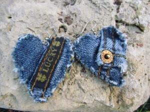Upcycling: Örhängen av gamla jeans. Bloggen Re-creating.se (återbruk)