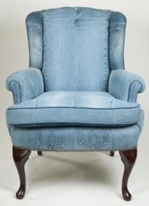 Upcycling: klä om favoritfåtöljen med jeanstyg. Bloggen Re-creating.se (återbruk)
